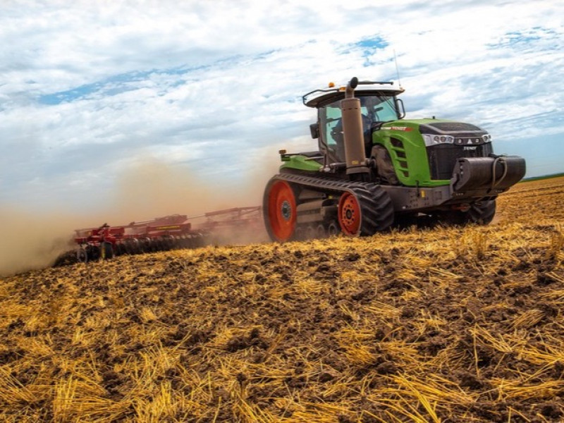 Fendt 940MT tracked tractor out on demo